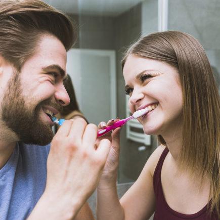 Как да се грижим за зъбния имплант след поставянето му